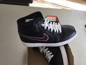 New Men's Air Jordan 1 Mid size 9 for Sale in San Diego, CA