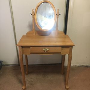 Makeup vanity for Sale in Rialto, CA