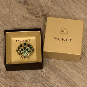 NEW Vintage Monet emerald green jeweled shell brooch for Sale in Irvine, CA