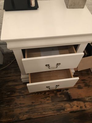 White end table for Sale in NJ, US