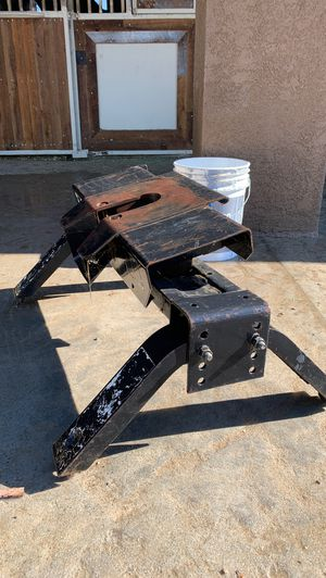 Fifth wheel hitch for Sale in Fontana, CA