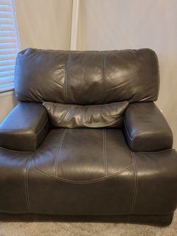 Gray Leather Full Motorized Recliner Couch An Love Seat for Sale in Thornton,  CO