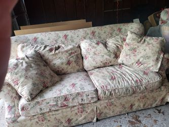Queen Size Couch/Sofa Bed for Sale in Elyria,  OH