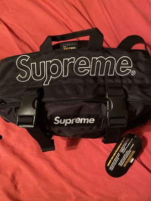 Supreme Waist Bag NWT for Sale in Katy, TX
