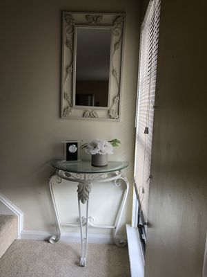 Console table and mirror, good condition for Sale in Sterling, VA