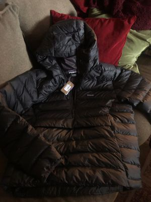 New Patagonia Mens Large Pullover Puffer Hoodie Jacket for Sale in Dallas, TX