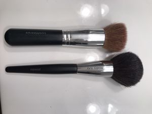 Yep! $0.00- Free - Used in good shape makeup brushes for Sale in Huntington Beach, CA
