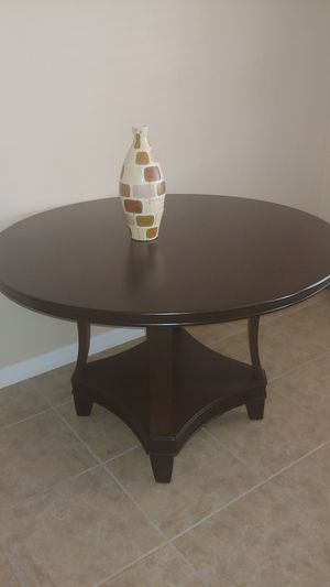 Round wood dining table for Sale in Oviedo, FL