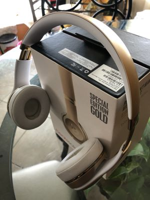 Beats solo 3 special edition gold for Sale in Stafford, TX