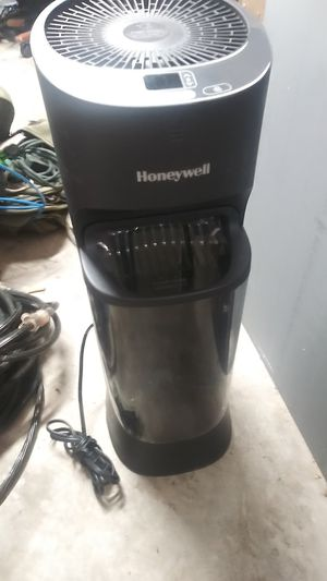 Honeywell HEV620B - Top Fill Digital Humidistat Tower Humidifier, Black for Sale in South Daytona, FL