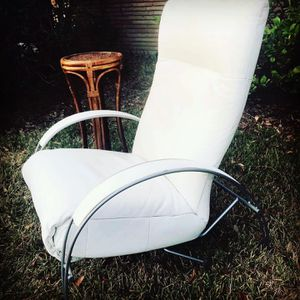 Mid Century Vintage white Leather recliner for Sale in Houston, TX