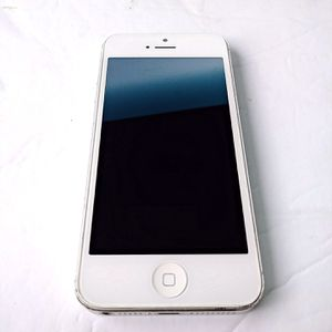 Apple iPhone 5 (64 GB) White/Silver GSM UNLOCKED NO LOCKS for Sale in San Diego, CA