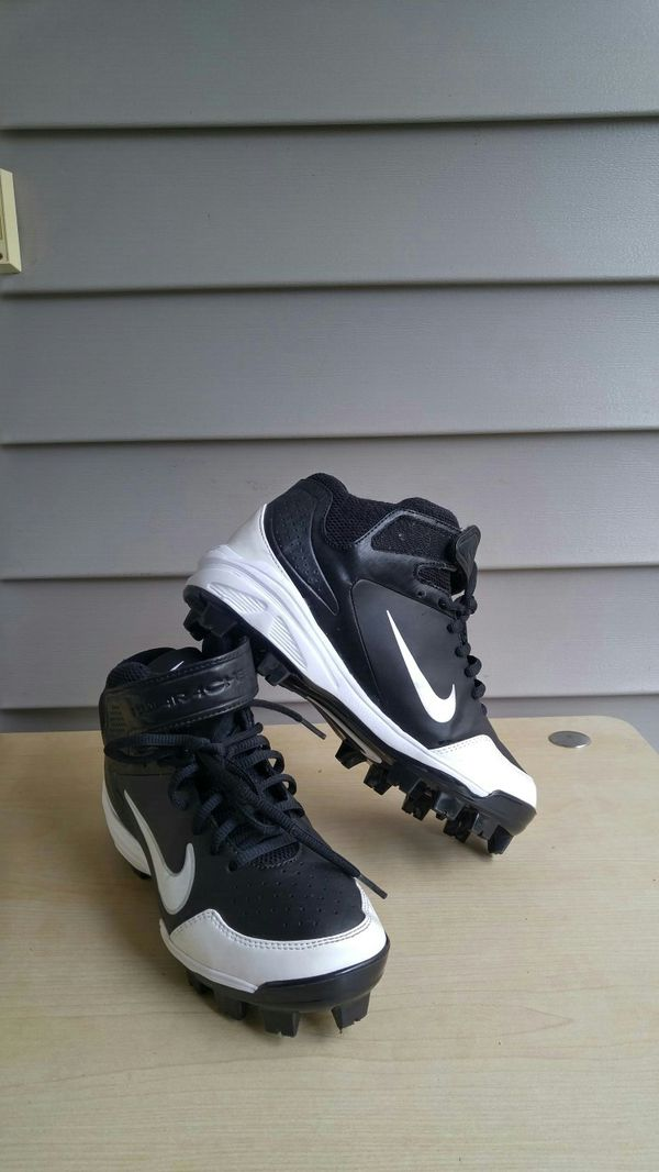 Nike football shoes size 5.5 Young