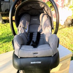!! Infant Car Seat by Maxi Cosi for Sale in Los Angeles, CA