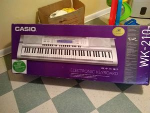 Casio WK-210 electronic keyboard with stand, microphone, and pedal for Sale in Adelphi, MD