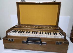 Harmonium - Made in India - Excellent Condition for Sale in Decatur, GA