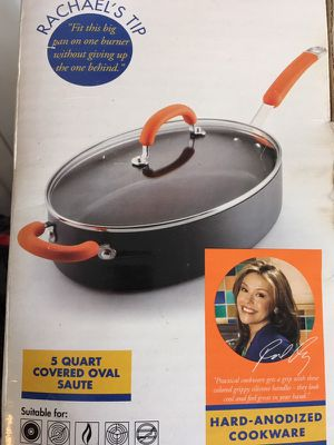 5 quart Covered oval sauté for Sale in East Peoria, IL