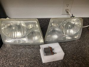 ***FORD RANGER HEADLIGHTS WITH BULBS*** for Sale in St. Petersburg, FL