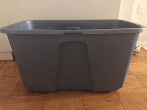 Storage bin/ 32 gallon for Sale in Silver Spring, MD