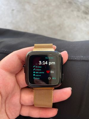 Fitbit Versa + 4 Wristbands for Sale in NEW PRT RCHY, FL