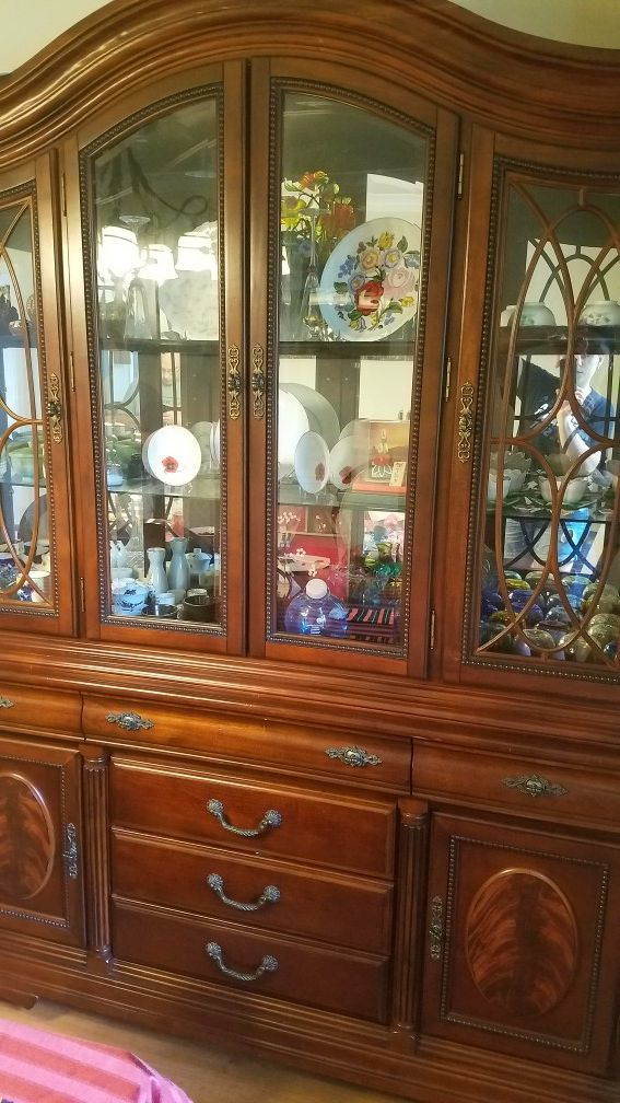 9 PCS Dining room set with China cabinet