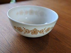 Mid Century Pyrex Butterfly Gold 4 Qt Bowl 1970s Vintage Made in USA for Sale in Miramar, FL