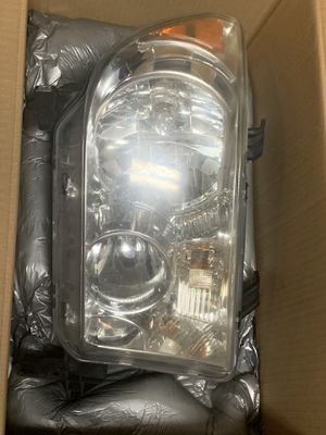 2007-2013 Toyota Tundra OEM Headlight RH with leveling motor for Sale in Margate, FL