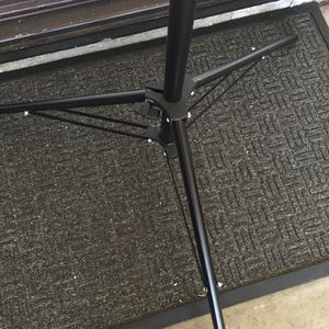Strobe light stand-6 ft max height for Sale in Murrieta, CA