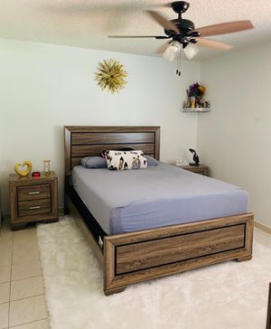 Queen bed frame // financing available for Sale in Hialeah, FL