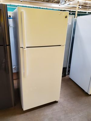 GE White Refrigerator for Sale in Walnut, CA