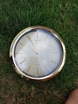 New modern gold wall clock for Sale in Lockport, NY