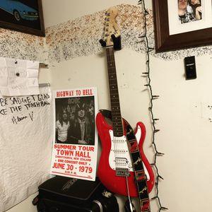 Fender squire Stratocaster red for Sale in Saginaw, MI