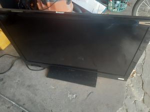42 inch Insignia flat screen TV $60 for Sale in Chicago, IL