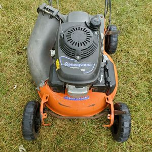 HUSQVARNA SELF PROPELLED LAWNMOWER GAS LAWN MOWER for Sale in Sterling Heights, MI