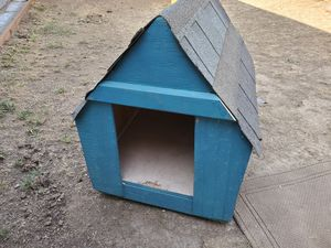FREE 🐕 DOG HOUSE for Sale in Gilroy, CA