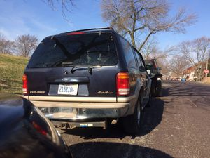 2000 Ford Explorer 2k or best offer for Sale in St. Louis, MO
