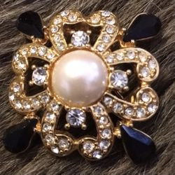 Vintage black & white rhinestone faux pearl brooch for Sale in Henderson,  NV