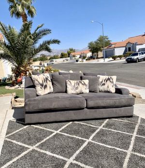 Like new RCWilley Casual Modern Charcoal Gray Sofa - Spartan NOT PETS NOT SMOKING VERY CLEAN ➡️➡️➡️FREE DELIVERY 🚚 for Sale in North Las Vegas, NV