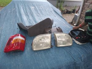 Miscellaneous Toyota Tundra truck parts 2001 for Sale in Columbus, OH