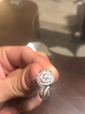 Beautiful wedding/engagement ring for Sale in Saint Rose, LA