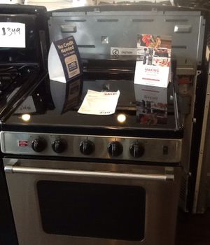 "New open box whirlpool 24"" electric range WFE500M4HS for Sale in Whittier, CA"