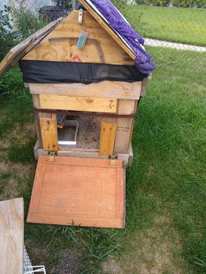 Dog house, with roof that opens for Sale in Chicago, IL