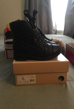 Toddler michael kors boots sz 10c for Sale in Cheektowaga, NY