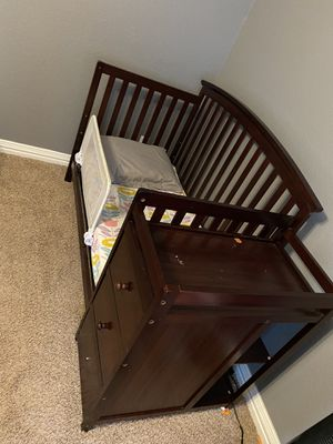 5 in 1 Baby Crib and Daybed for Sale in Fort Worth, TX
