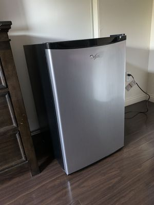 Whirlpool mini fridge excellent condition!! Selling Asap! for Sale in Costa Mesa, CA