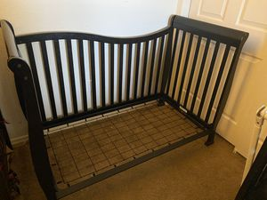 Crib and changing table. for Sale in Glendale, AZ