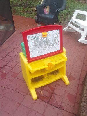Kids dry erase board and desk for Sale in Lauderhill, FL