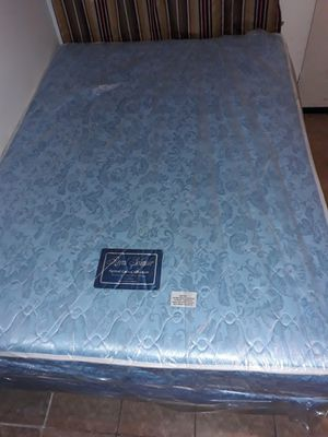 Full size bed with box spring and metal frame for Sale in Hazard, CA