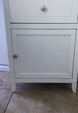 White Side Table/ Nightstand for Sale in Fontana,  CA