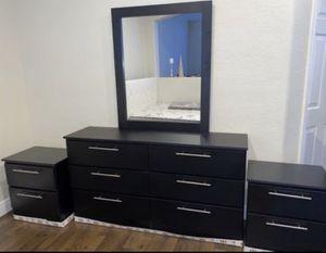 Dresser with mirror and 2 nightstands- Cómoda con espejo y 2 mesitas de noche for Sale in Hollywood, FL